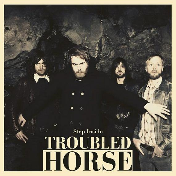 TROUBLED HORSE mit Step Inside Cover