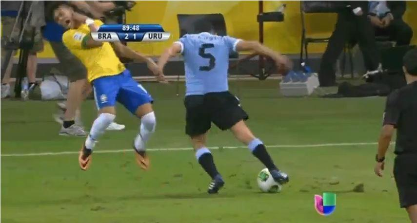 Neymar Schwalbe Brasilien Uruguay Confed Cup 2013